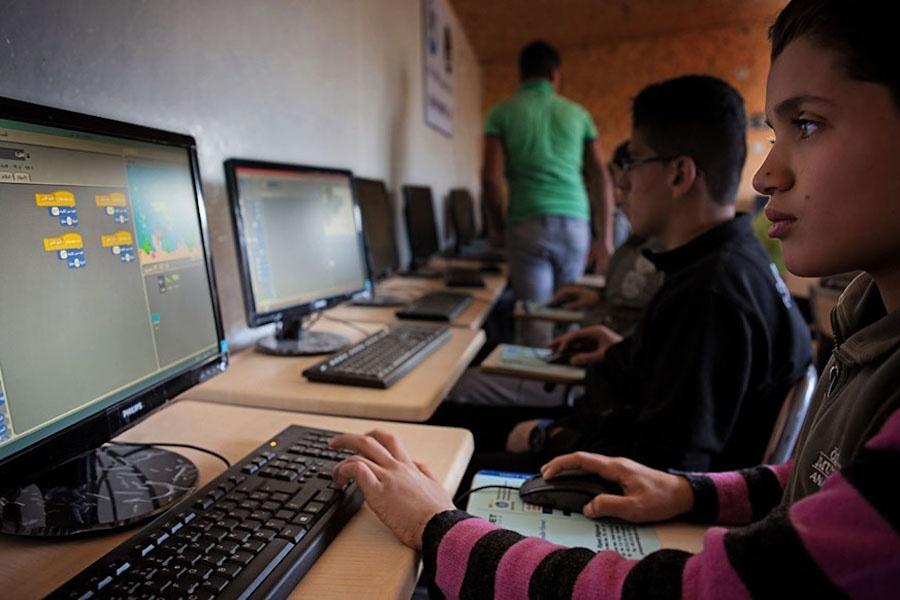الشركات التقنية الناشئة في المنطقة تشيح بنظرها عن المشهد الإنساني