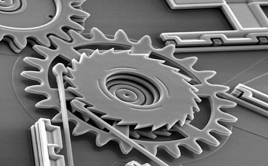 نظرة مجهرية إلى عوالم النظم الكهروميكانيكية الصغرى