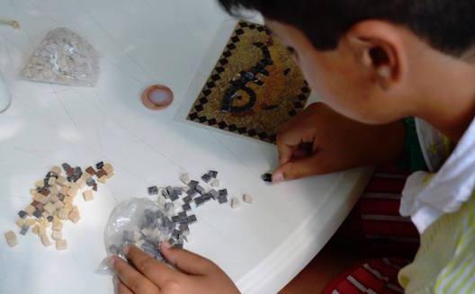 Les enfants apprennent le savoir-faire traditionnel tunisien, les entrepreneurs disent bingo