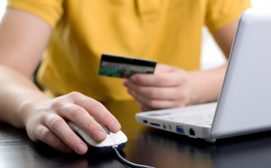 من بطاقات الائتمان الى تسديد الفواتير عبر الويب: التجارة الإلكترونية المغربية تزدهر