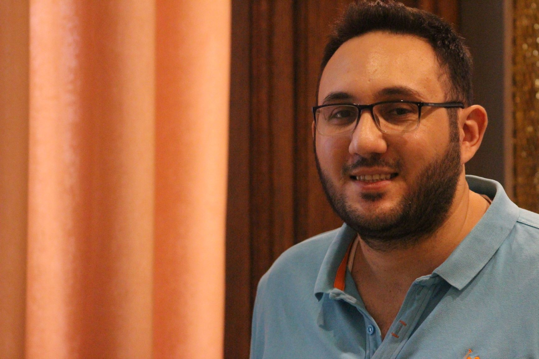 لاجئ سوري يبتكر تطبيقاً للشحن والخدمات البريدية