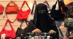 موظفات يُعدن صياغة سوق العمل السعودية