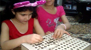 شركة سورية ناشئة تتحدّى الصعوبات لتعليم الأطفال بناء الأجهزة