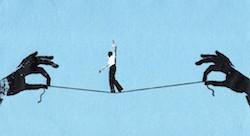 كيف تحقّق الإمارات التوازن بين القوانين والابتكار؟