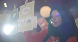 بطاقات تهنئة من فلسطين تدعم اللغة العربية والنساء