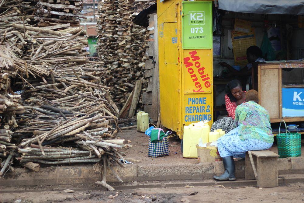 كيف تمنح شركات التكنولوجيا المالية الناشئة في إفريقيا السلطة للشعب