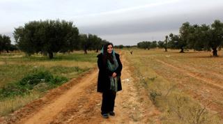 سارة ماجدة التومي تزرع الأمل في الصحراء
