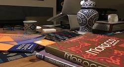'كتابُك': حلم مؤرّخ مغربي يحققه ابنه الشاب