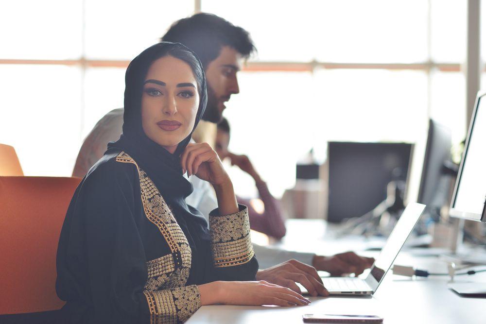 الشباب العربي المحرّك الرئيسي لنموّ التجارة الإلكترونية